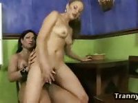 Brunette Shemale Jazzing A Sugar Pussy