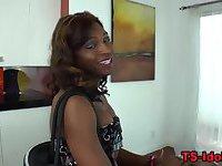 Glam black tranny shows tits