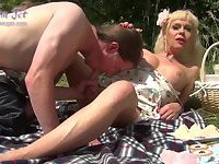 Ыhemale cougar the picnic