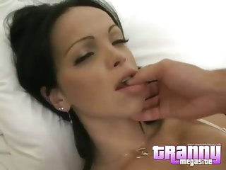 Shemale Carla Novaes in bed with guy