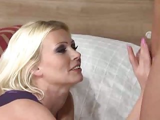 Hot tranny drills shaved chick