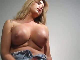 Titty cutie wanking & cumming