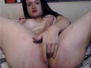 Shemale Dyana blows a load in her own face
