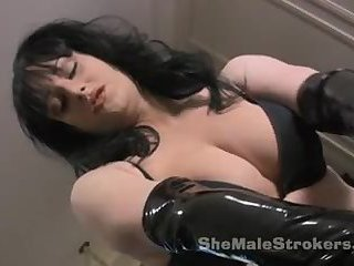 Hot jerking solo from a brunette TS doll